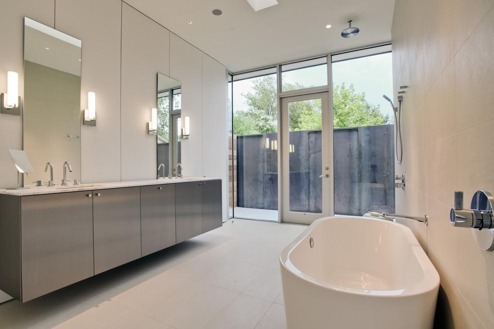 Minimalist bathroom photo in Dallas