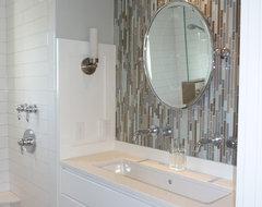 Kelley Gardner contemporary-bathroom