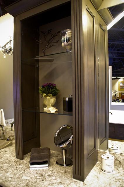 Kentwood Showroom traditional-bathroom