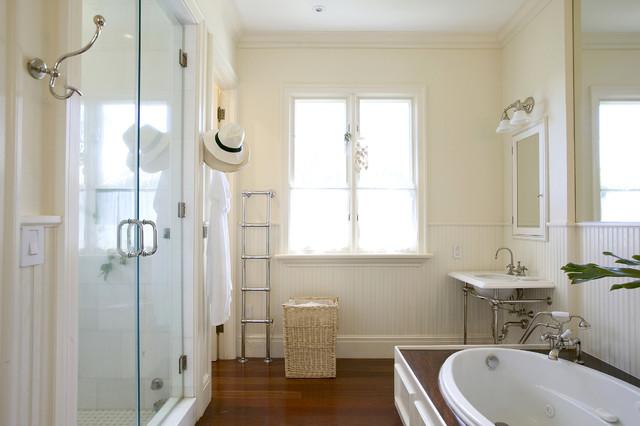 Key Biscayne Villa traditional-bathroom