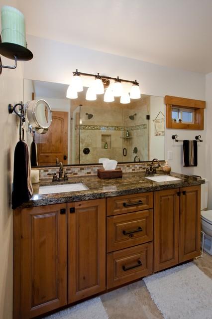 Kings Center Residence traditional-bathroom