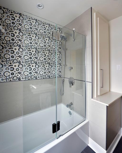 Kinnear small bathroom renovation ottawa for Bathroom designs ottawa