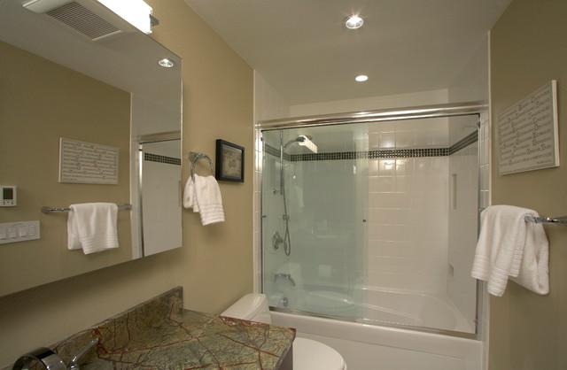 Kirkland 39 his 39 hall bathroom remodel contemporary for Bathroom decor kirklands