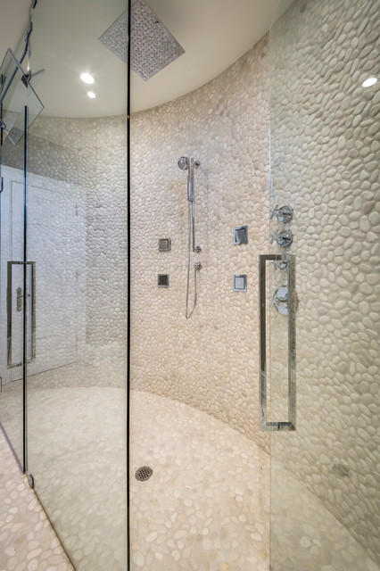 Example of a mid-sized minimalist gray tile and stone tile medium tone wood floor bathroom design in Toronto with an undermount sink, flat-panel cabinets, white cabinets, engineered quartz countertops, a one-piece toilet and beige walls
