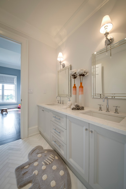 Drop-in bathtub - mid-sized modern kids' gray tile and stone tile medium tone wood floor drop-in bathtub idea in Toronto with an undermount sink, recessed-panel cabinets, gray cabinets, engineered quartz countertops, a one-piece toilet and gray walls