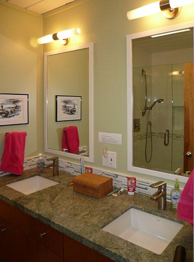Klopf Architecture - Kids Bathroom midcentury-bathroom