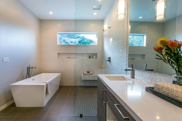Knobhill House Modern Bathroom Los Angeles By IPhotographyHOMES - Modern bathroom los angeles