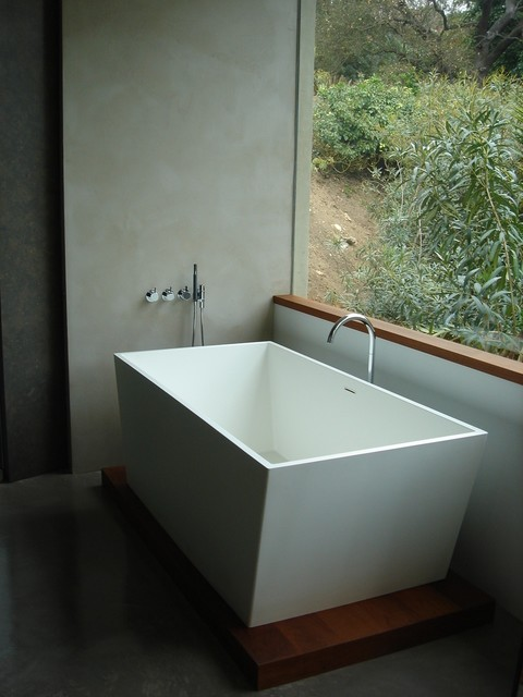 Kohner modern bathroom