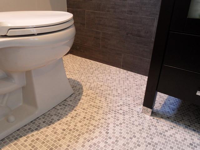Korovilas Residence modern-bathroom