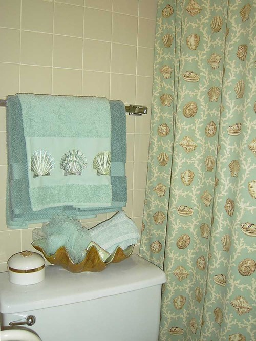 Where Is Shower Curtain Available Does It Come In A Seafoam Green Or Peach Background