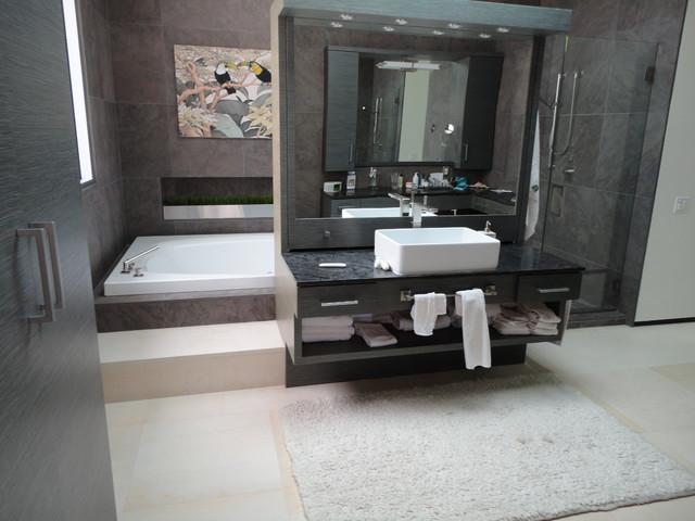 La Jolla, Fairway contemporary-bathroom