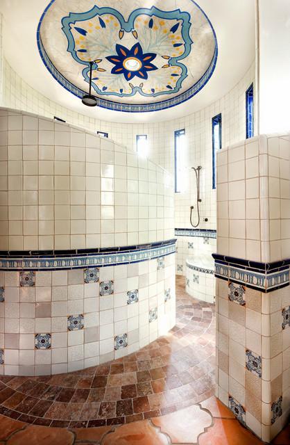 Lake conroe spanish mediterranean bathroom austin for Clean the bathroom in spanish