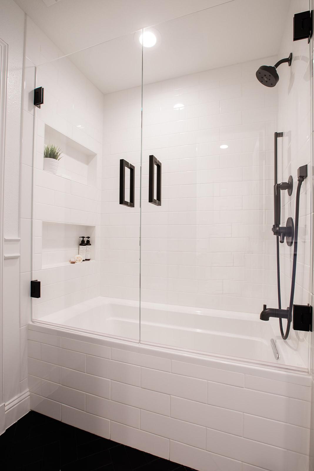Lake Highlands Black and White Bath