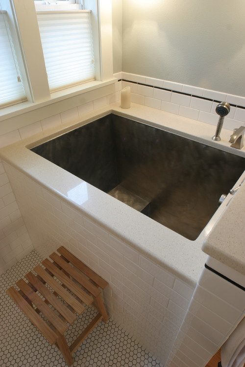 traditional japanese soaking tub.  Where would I find a Japanese soaking tub like this live in the mi