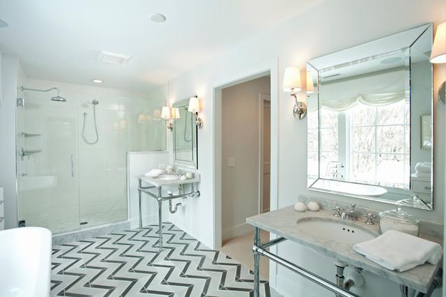 Foto de cuarto de baño clásico renovado con encimera de mármol, lavabo tipo consola y suelo multicolor