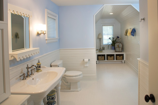 Lakelyn traditional bathroom