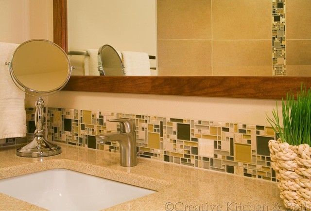 Cougar Mountain In Bellevue Hall Bath Traditional
