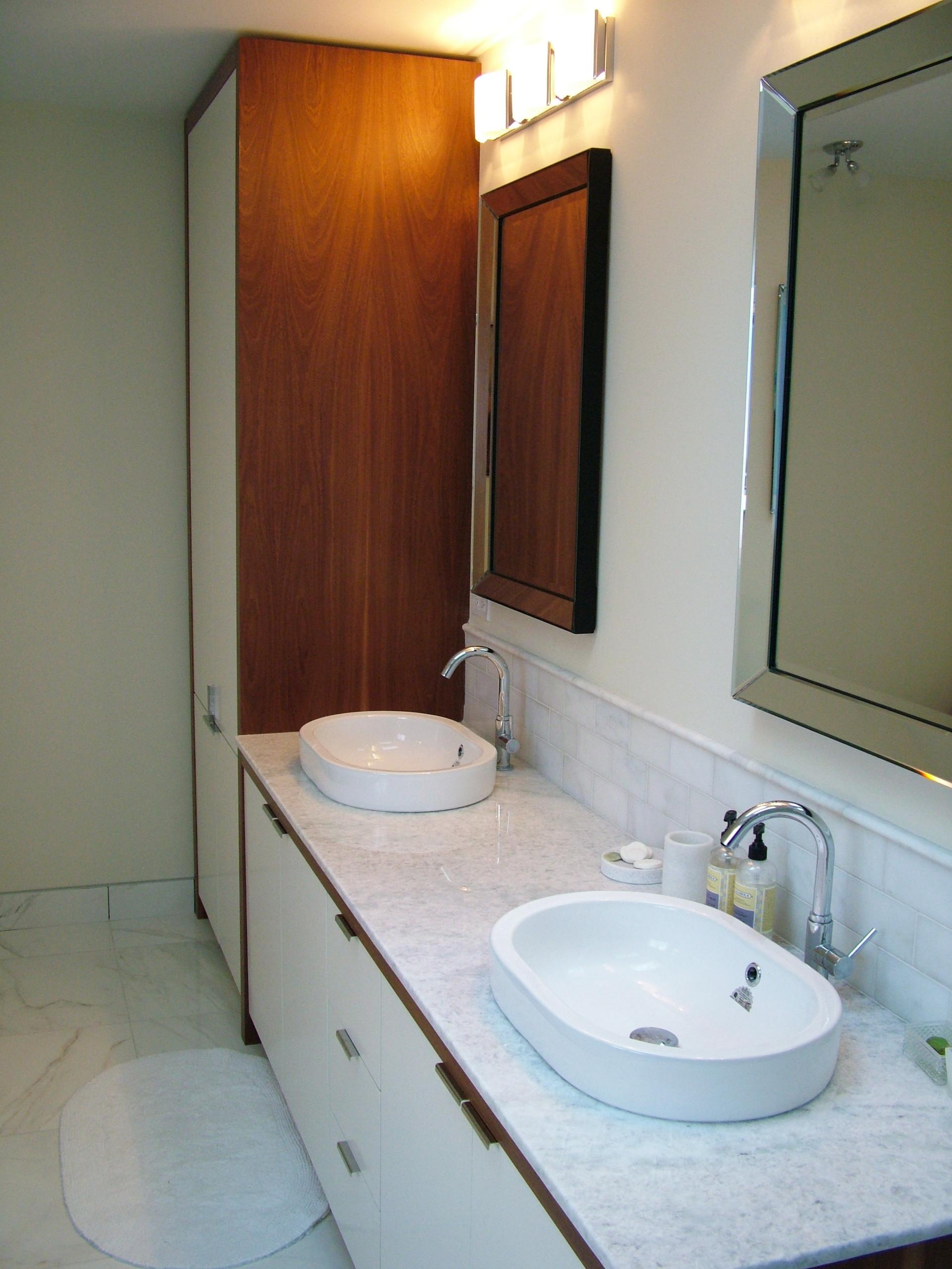 Lakeshore House Master Bathroom