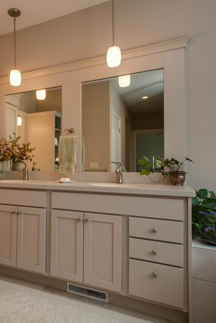 Lakeside Refinement traditional-bathroom