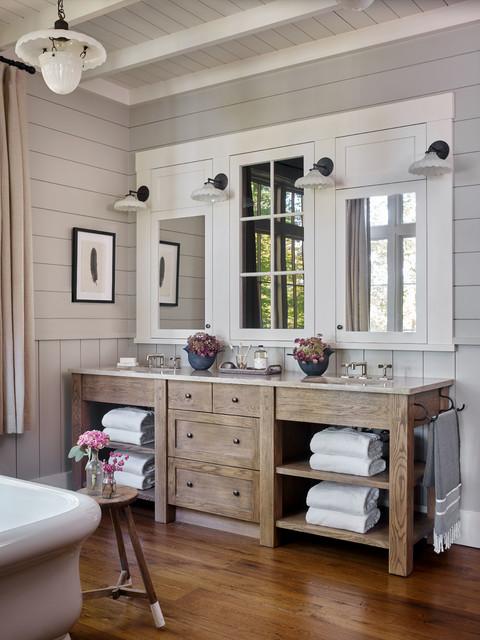 Idéer för rustika badrum, med skåp i mellenmörkt trä, grå väggar, mellanmörkt trägolv, ett undermonterad handfat och brunt golv