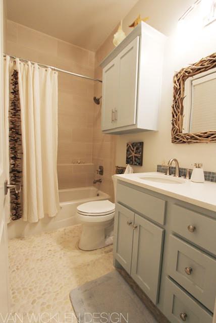 Lakeway Custom Home contemporary-bathroom