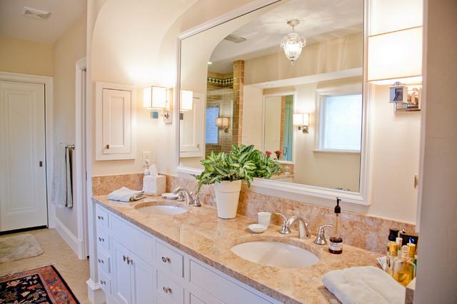Lakewood Boulevard traditional-bathroom