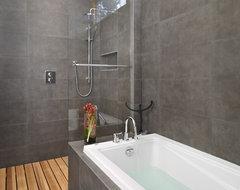 LG House - Ensuite Shower and Bath modern-bathroom