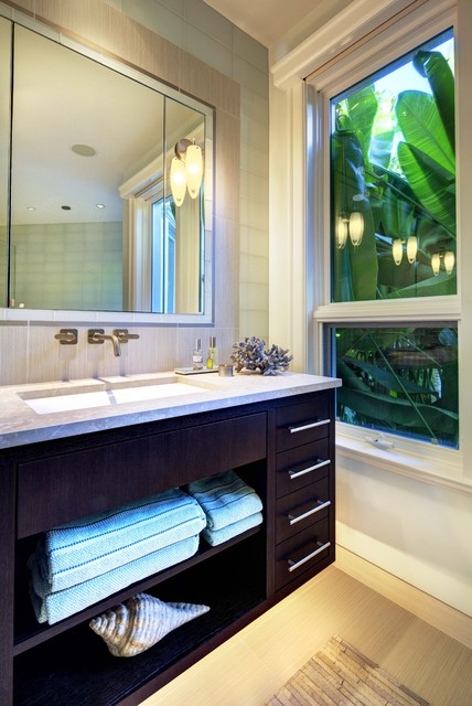 Lido Tropical tropical-bathroom