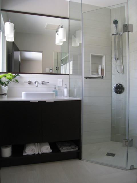 Light Airy Ensuite Contemporary Bathroom Toronto