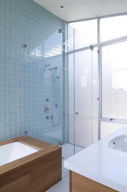 Lim-Kimberg modern-bathroom