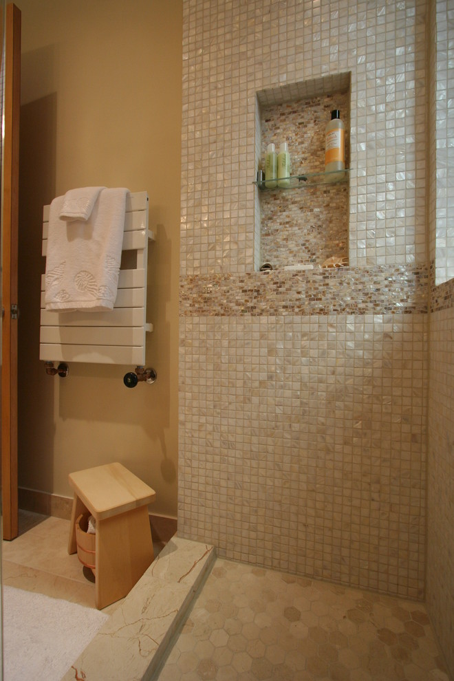 Inspiration for a mid-sized contemporary bathroom remodel in Chicago