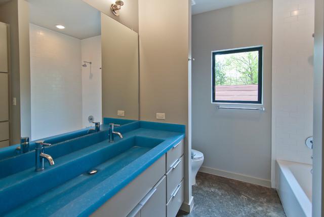 Live Oak #2 modern-bathroom