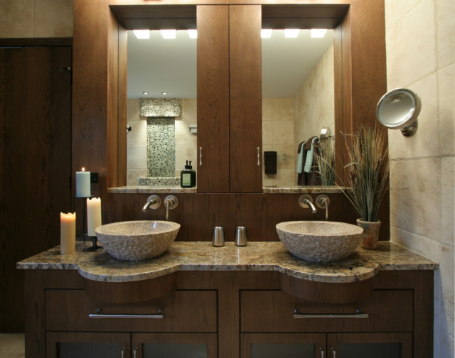 Lodge- Contemporary master modern bathroom