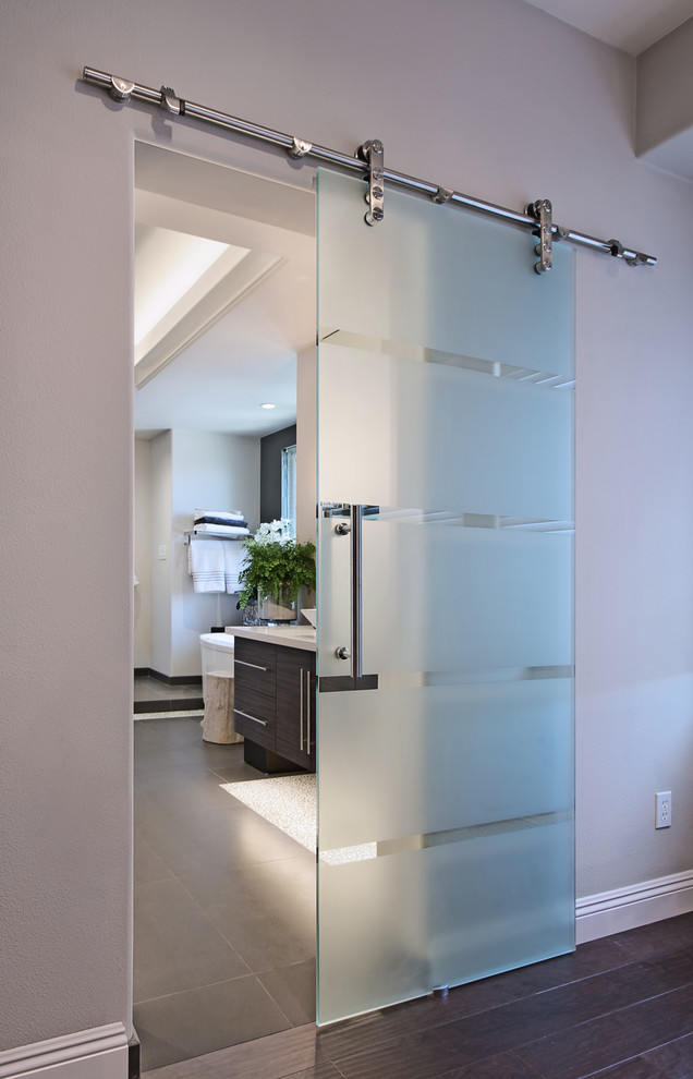 Inspiration for a contemporary master bathroom remodel in Orange County