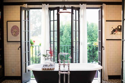 Zementfliesen + Fabrikfenster = Bad im modernen mediterranen ...