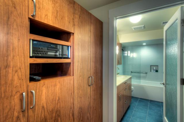 Lower Level Retreat, Dressing Room: After bathroom