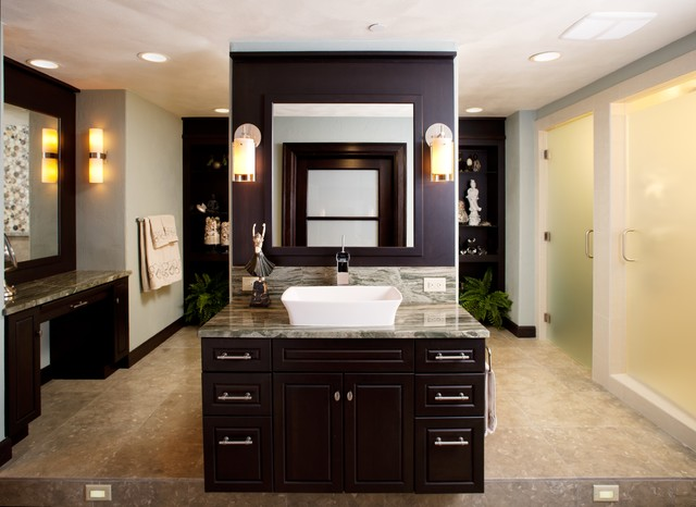 Example of a transitional bathroom design in Minneapolis
