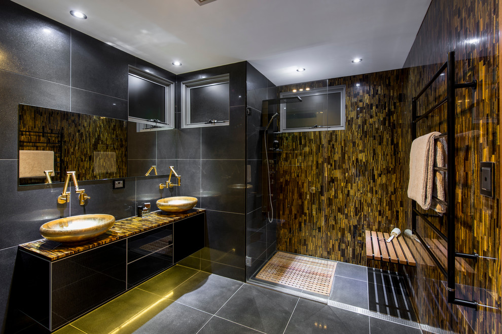 Example of a trendy bathroom design in Brisbane
