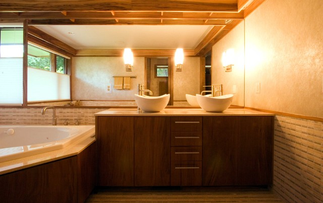 Modern luxury master bathroom for Master bathroom modern