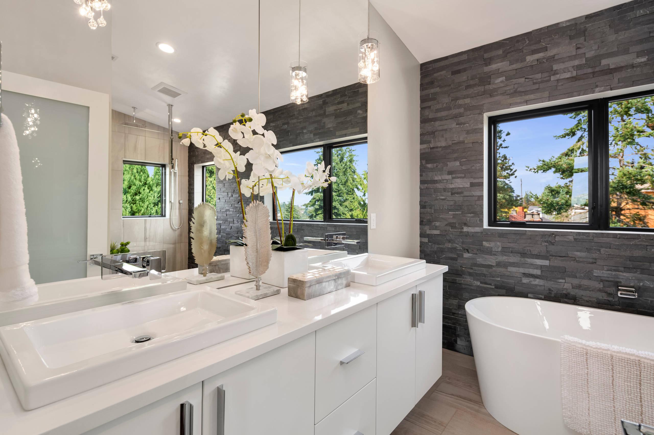 Magnolia Bathroom Ideas & Photos  Houzz