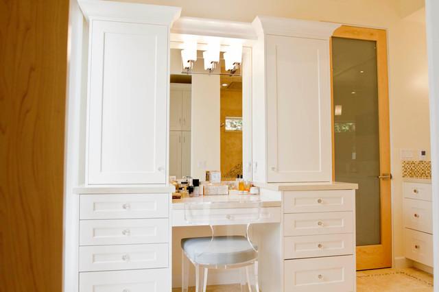 Make-up Vanity contemporary-bathroom