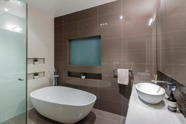 Malvern east melbourne australia modern bathroom for Australian small bathroom design