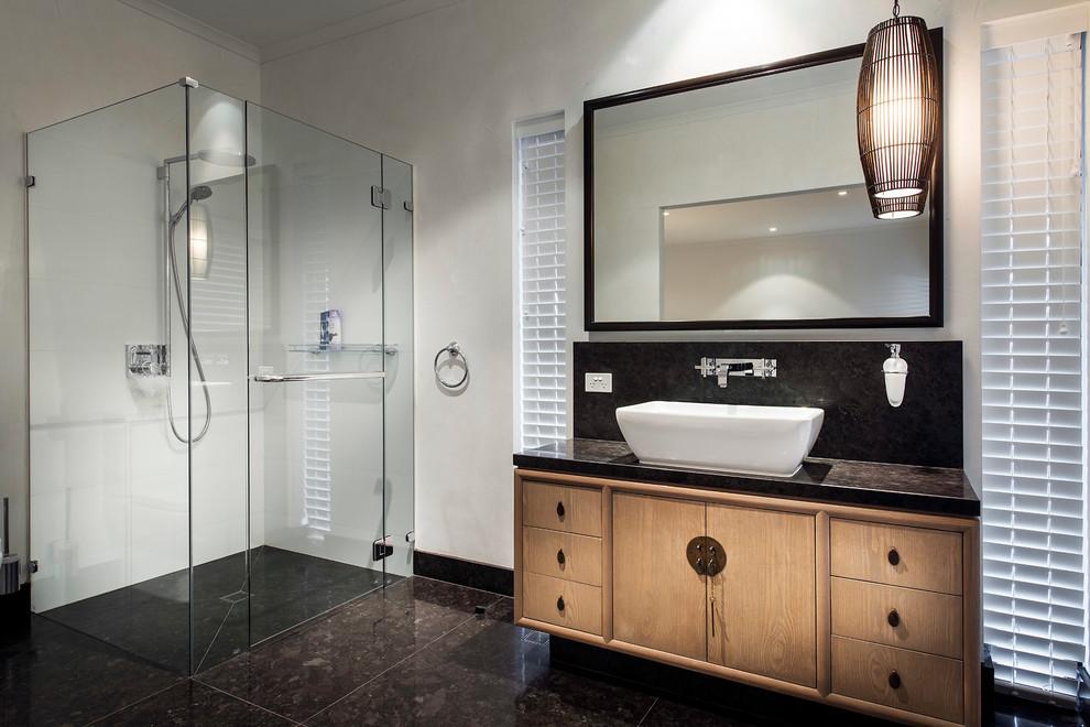 Imagen de cuarto de baño rectangular, contemporáneo, con lavabo sobreencimera, armarios con paneles lisos, puertas de armario de madera oscura, ducha esquinera y paredes blancas