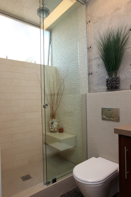 Manhattan beach ultra modern guest bathroom remodel modern for Modern guest bathroom designs