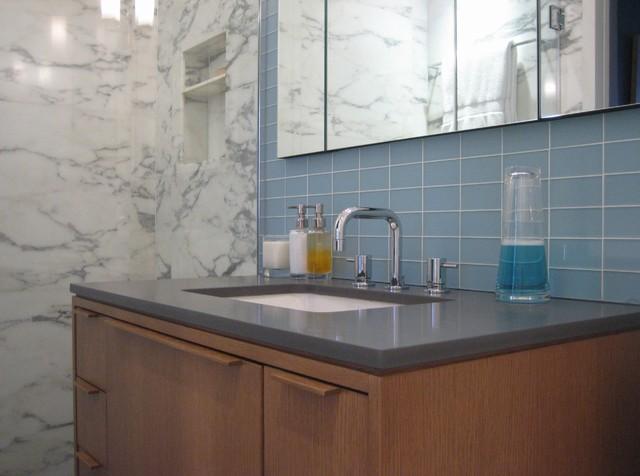 Marble bath moderno stanza da bagno new york di ld - Stanze da bagno moderne ...