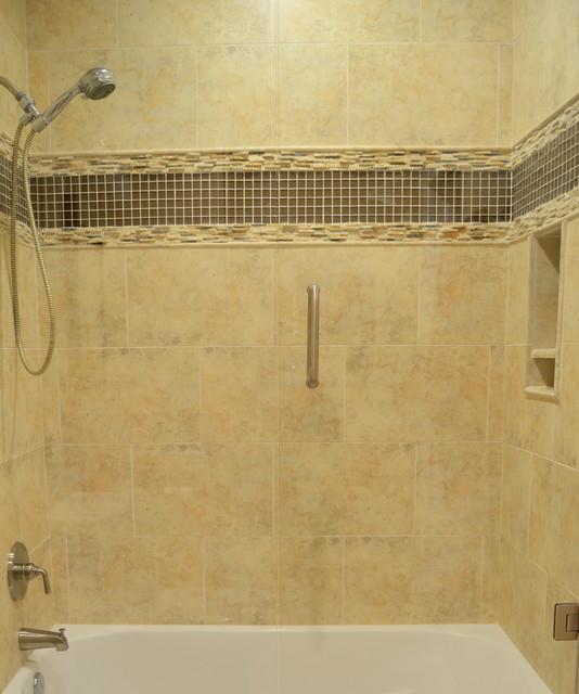 Marietta ga bathroom 911 remodel classique chic - Salle de bain classique chic ...