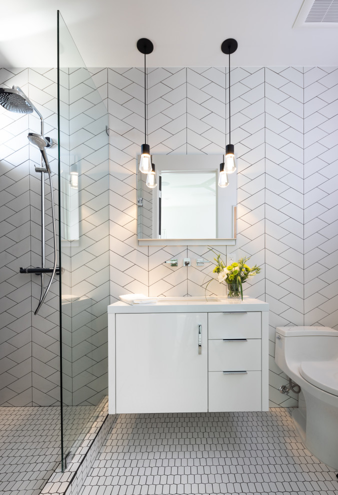 Example of a mid-sized trendy 3/4 white tile and ceramic tile porcelain tile and white floor bathroom design in Orange County with flat-panel cabinets, white cabinets, a one-piece toilet, an undermount sink, quartz countertops and white countertops