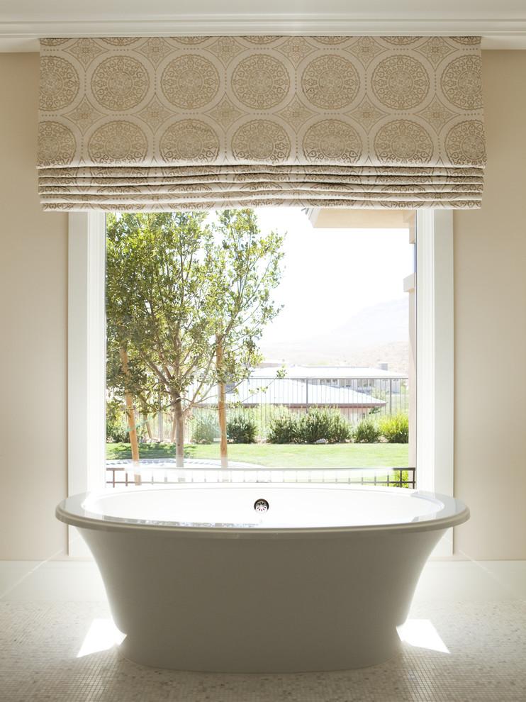 Minimalist freestanding bathtub photo in Las Vegas