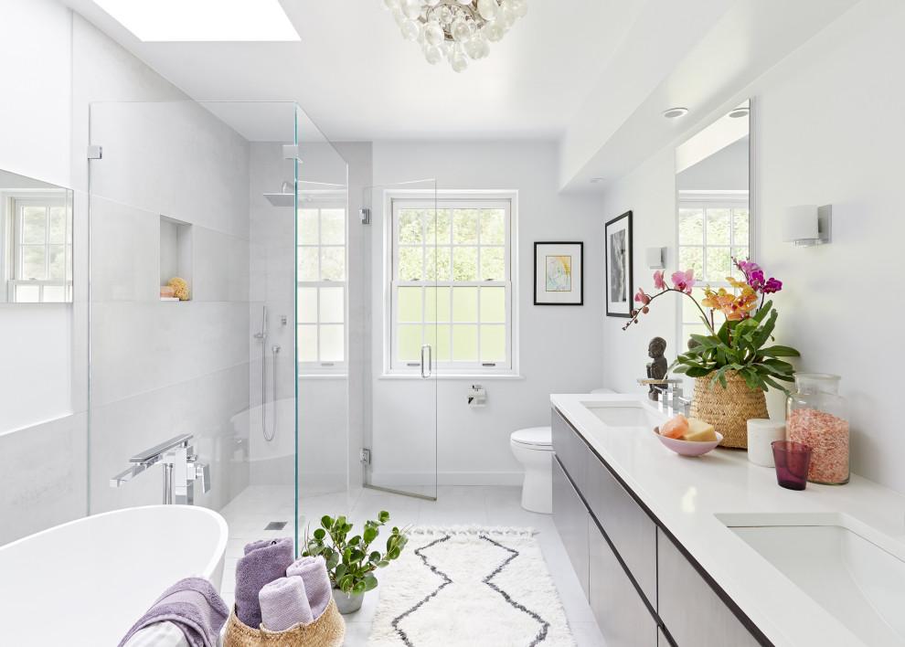 Bathroom - contemporary bathroom idea in New York with a niche