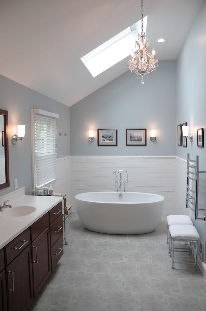 Inspiration for a modern bathroom remodel in Philadelphia